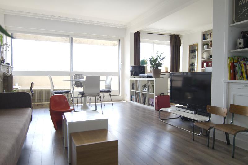 Living room - FAMILY APARTMENT WITH AMAZING VIEWS OF PARIS - Paris - rentals