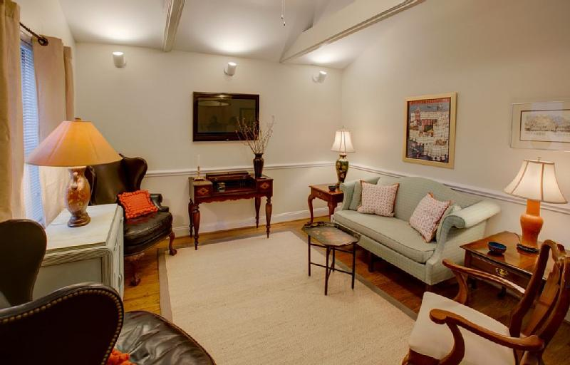 Living Room - Walk everwhere from this charming three bedroom two bath charming cottage - Charleston - rentals