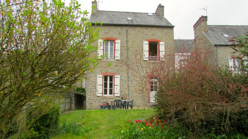 C005: Charming cottage with garden in Dinan - Image 1 - Dinan - rentals