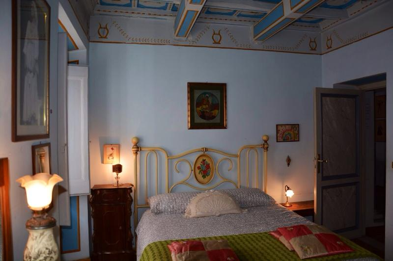 Bedroom - Picturesque apartment with terrace near St.Peter's - Rome - rentals
