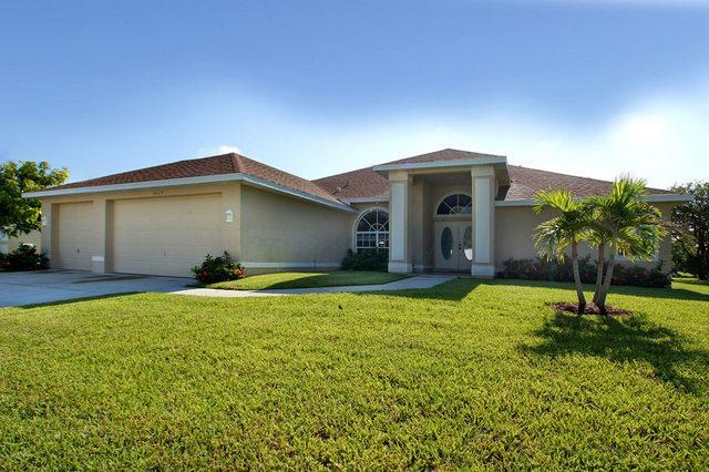 Villa Isabella – Canal Front with New Boat Dock - Image 1 - Cape Coral - rentals