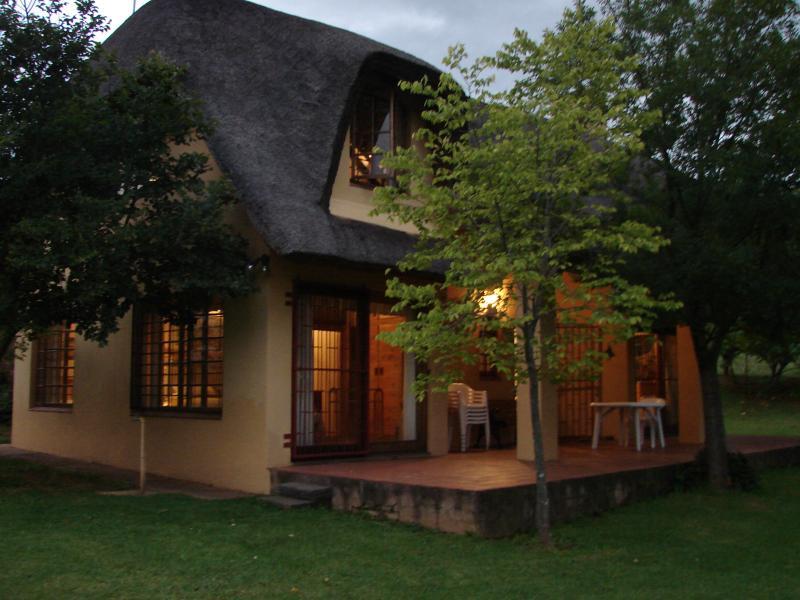 Cottage in the Eevening - DRAKENSBERG - CHAMPAGNE VALLEY- KZN-IHOPHE COTTAGE - Winterton - rentals