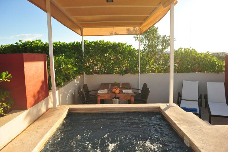 roof-top Private Terrace with private Jacuzzi, table and 4 chairs, - Penthouse-1 bedroom-private terrace 5 ta av. - Playa del Carmen - rentals