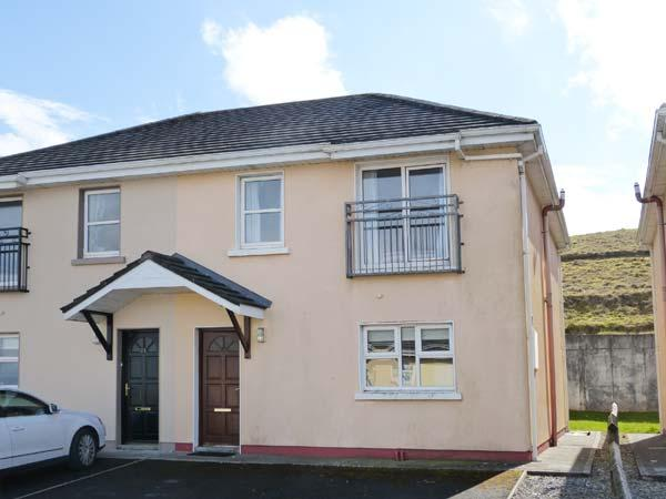 LOIS NA MARA, semi-detached cottage, pet-friendly, en-suite, close to the coast, in Lahinch, Ref. 904928 - Image 1 - Lahinch - rentals