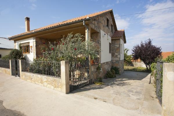 CR100Salamanca - Casa Salva - Image 1 - La Rinconada de la Sierra - rentals