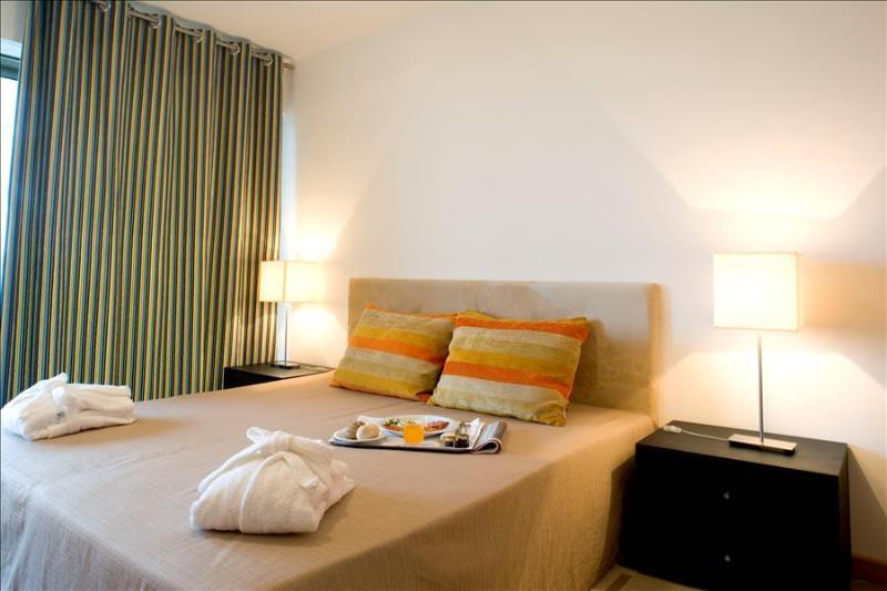 1 Bedroom Apartment + 1 duplex for 6 just 5 minutes from Praia da Rocha -  Ref. OATL110227 - Image 1 - Portimão - rentals