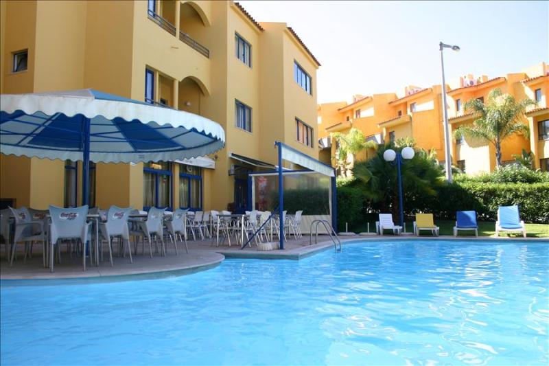 SPACIOUS STUDIO IN VILAMOURA 2 KM AWAY FROM THE MARINA AND THE BEACH REF.RIO111068 - Image 1 - Quarteira - rentals
