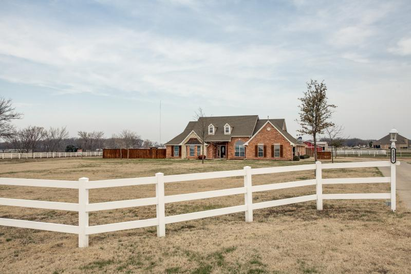 Relaxing Country Retreat with City Amenities - Image 1 - Melissa - rentals