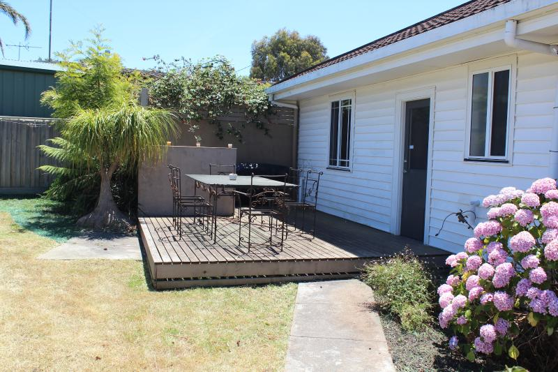 Deck and back garden - Holy Cowes! Holiday Rental in Cowes-Phillip Island - Cowes - rentals