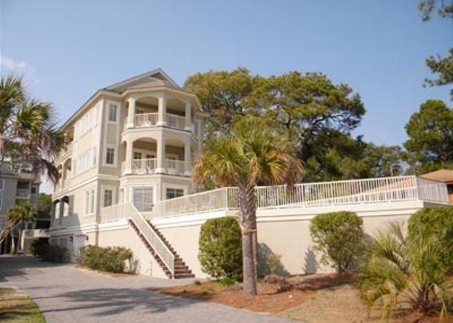 "Urchin Manor 3 - A Stately 6BR/6BA 2 Half Bath Home that allows you to ""Get Away from it All"" - Hilton Head - rentals"