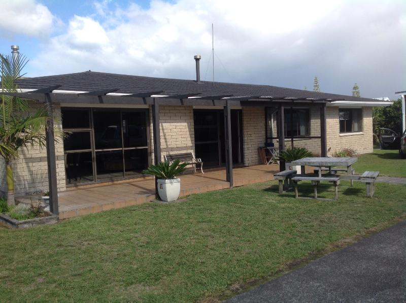 Front yard and patio - Bowentown Beach House. - Waihi Beach - rentals