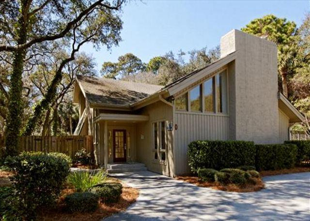 Hickory Lane 1 - 6BR/4BA Home Near Ocean has Heated, Oversize Pool and Spacious Living - Hilton Head - rentals