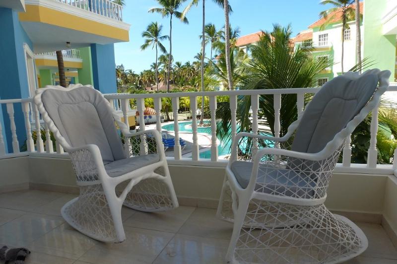 comfortable chairs overlooking pool - BEAUTIFUL 2 BEDROOM 2ND FLOOR/BARBECUE - Punta Cana - rentals
