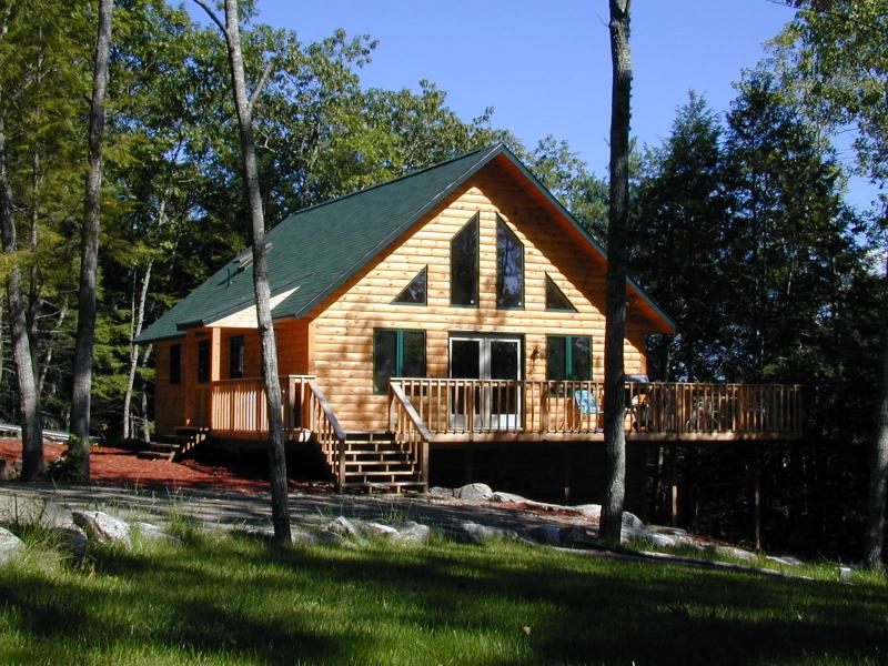 Private and Sunny location - Biscay Chalet Cottage with Kayak & Canoe - Bristol - rentals