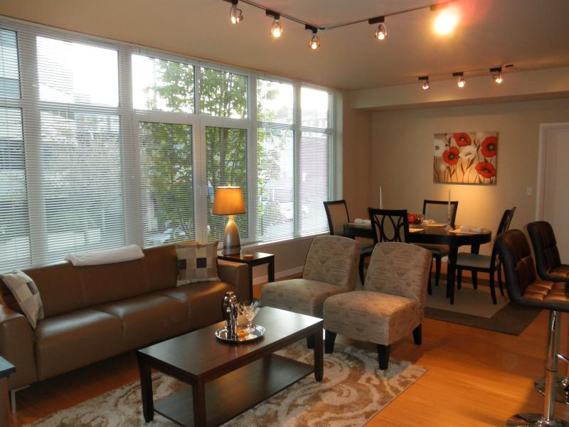 Loft-Like Living/Dining Area - C'est Chic Luxury Condo Steps From The Space Needl - Seattle - rentals