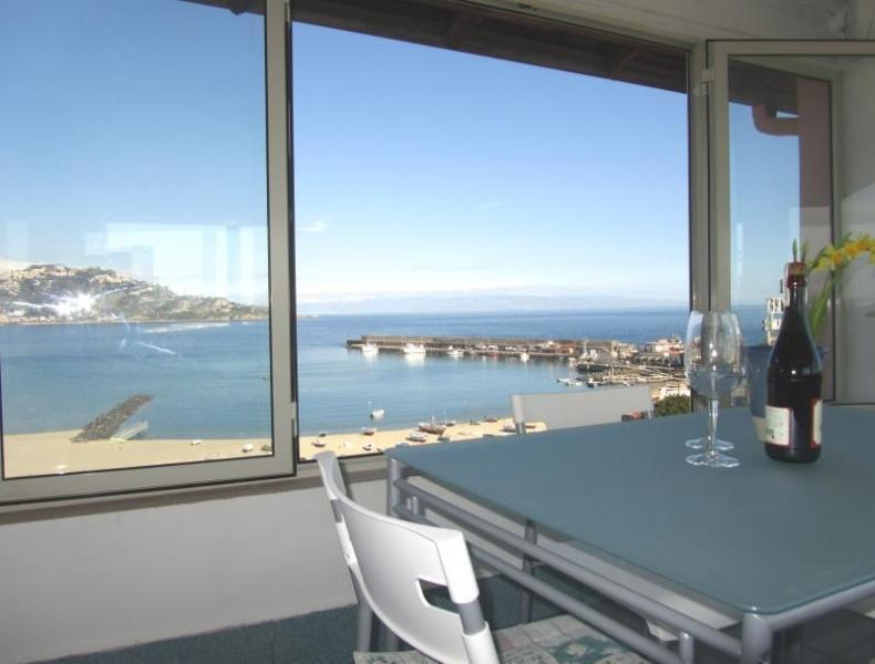 Dining room - Beachfront superior 1-room apartment Best views! - Giardini Naxos - rentals