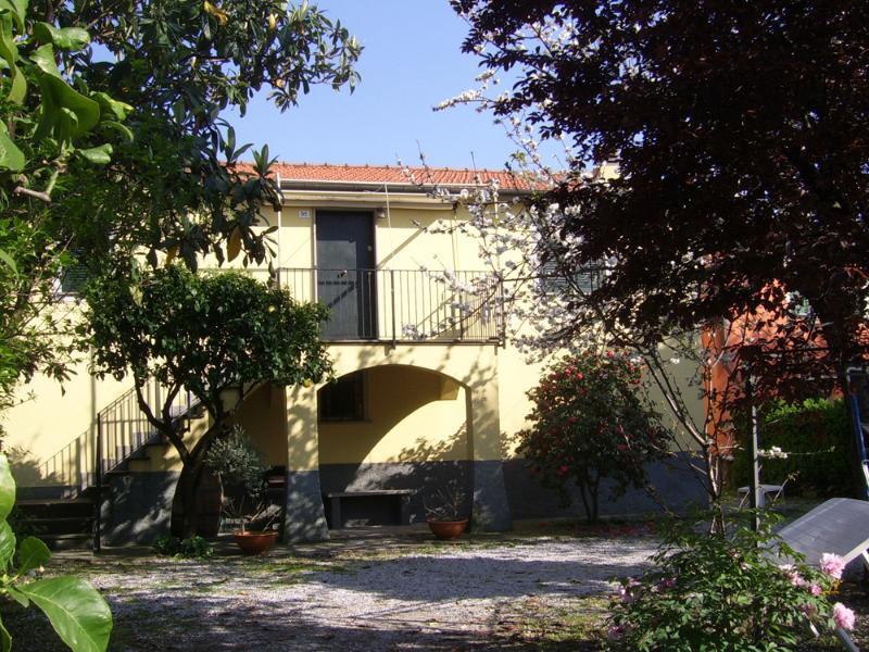 Facade and front yard - Country style apartment with garden in Chiavari - Chiavari - rentals