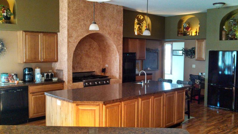 Kitchen - 40 Bed Retreat Center / Scrapbooking/Crafting - Osseo - rentals