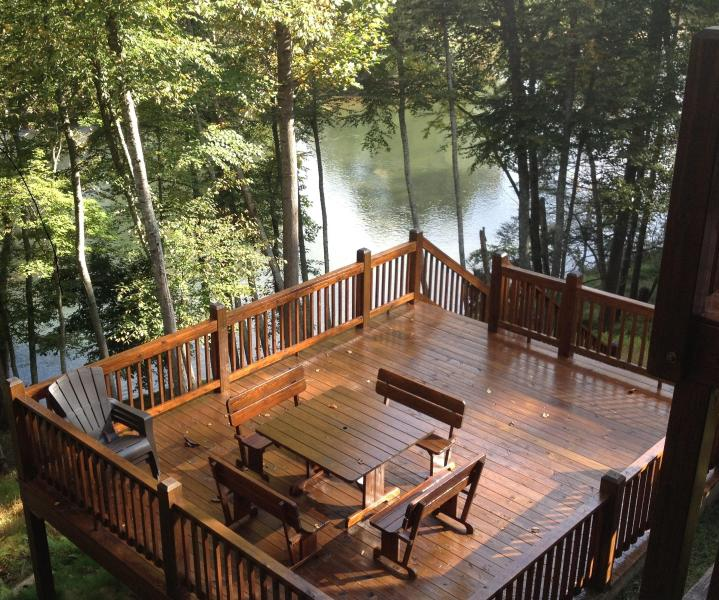 Lower deck and picnic table - Cabin on the New River! Fish, Canoe, Hike, Enjoy - Piney Creek - rentals