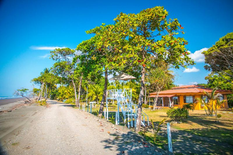 10 meters to the beach! - Tres Amigos Island Villas - Villa Blanca - Parrita - rentals