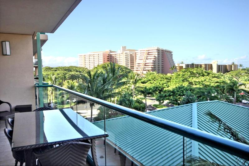 The view off the lanai looking to your left. Notice the large out door dining table with seating for four(4). - Honua Kai #HKK-424 Kaanapali, Maui, Hawaii - Ka'anapali - rentals