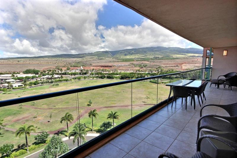 Huge lanai with entrances to both master and guest bedrooms. Views of the West Maui Mountains.  - Honua Kai #HKK-926 Kaanapali, Maui, Hawaii - Ka'anapali - rentals