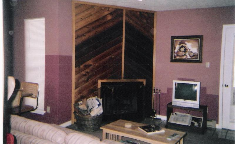 Our spacious 2 BR condo is comfortably and attractively furnished and accommodates up to 7 persons. - Four Season Resort Condo - Ski, Hunt, Fish, Cycle - Angel Fire - rentals