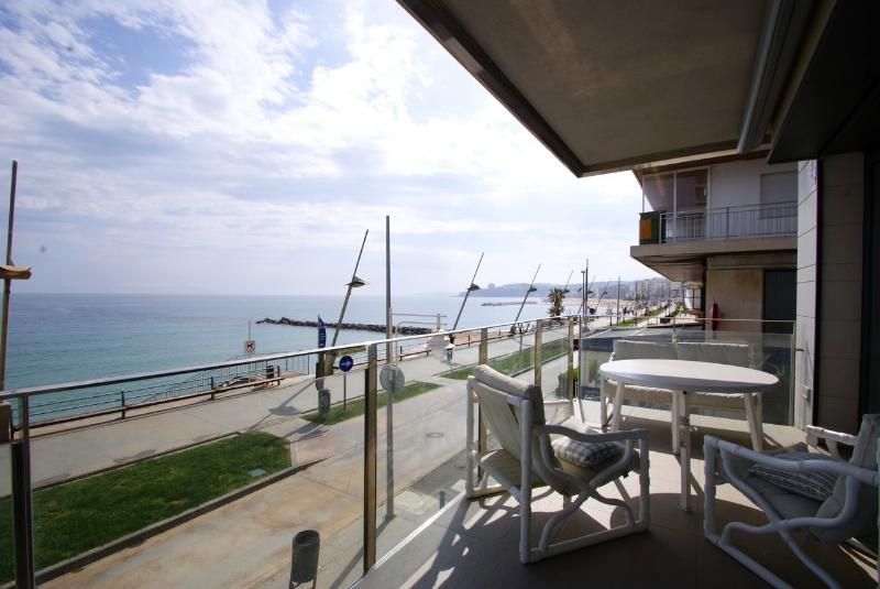 Terrace, and Baordwalk below - Luxury Beachfront Holiday Apartment, Costa Brava - Sant Antoni de Calonge - rentals