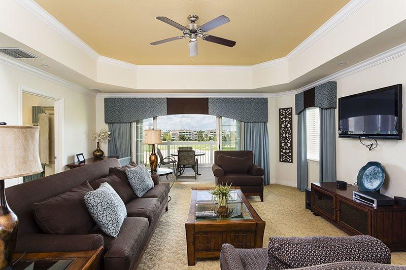 Dining area with seating for six - Sunset Circle View - Luxury Reunion Condo - Reunion - rentals