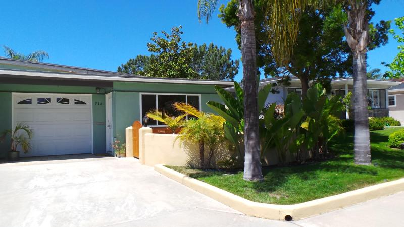 House front view - Cozy, private, 2 bedroom, 1 bath house, sleeps 4 - Encinitas - rentals