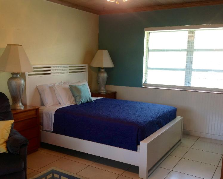 Queen-size bed - 300 Steps to the Beach! - Delray Beach - rentals