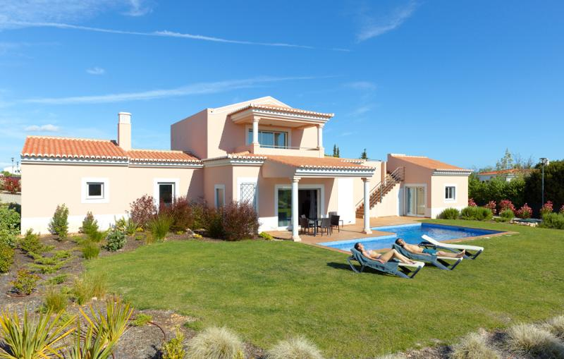 3 BEDROOM INDEPENDENT VILLA WITH PRIVATE POOL FOR 6 PEOPLE, IN CARVOEIRO - REF. VDL138710 - Image 1 - Carvoeiro - rentals