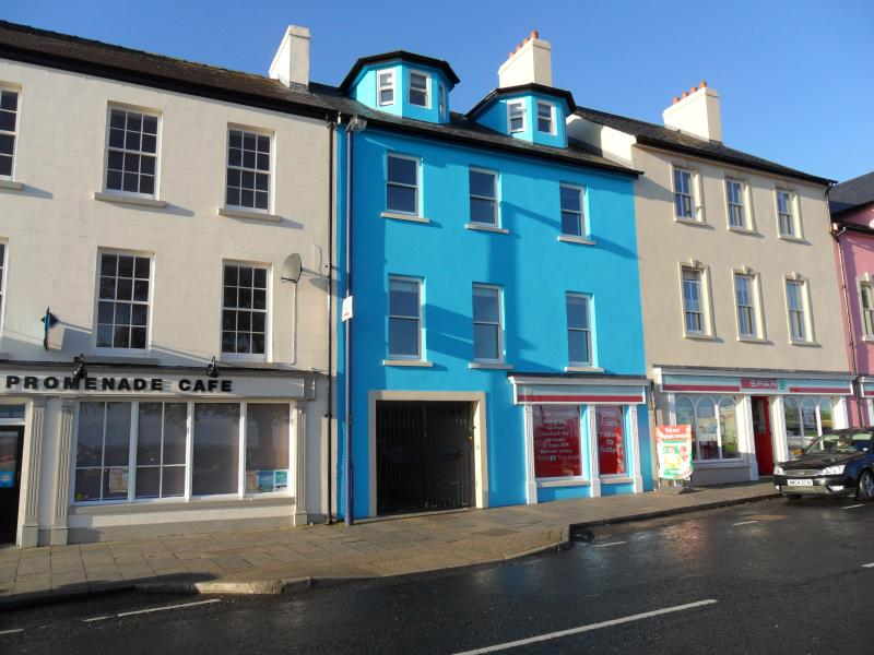 Entrance to Complex through electric gates in blue building - Ballycastle Seaside Apartment - Ballycastle - rentals