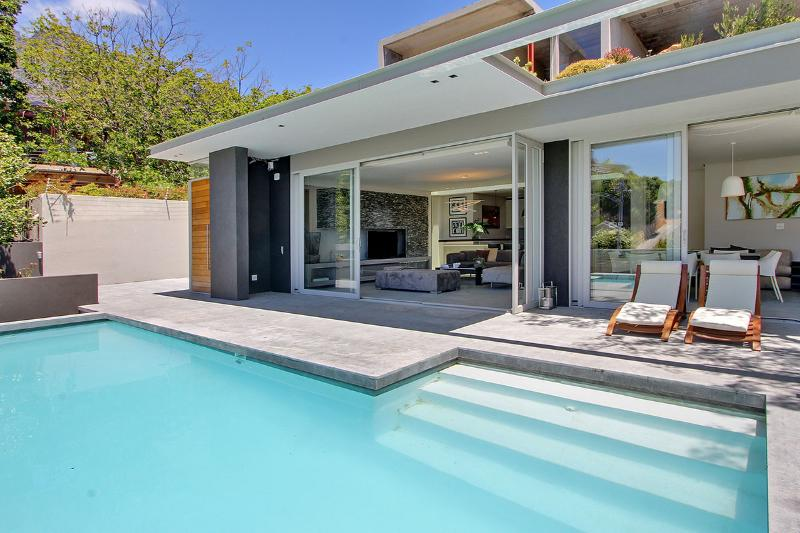Blinkwater Villa, spacious luxury close to beach - Image 1 - Camps Bay - rentals