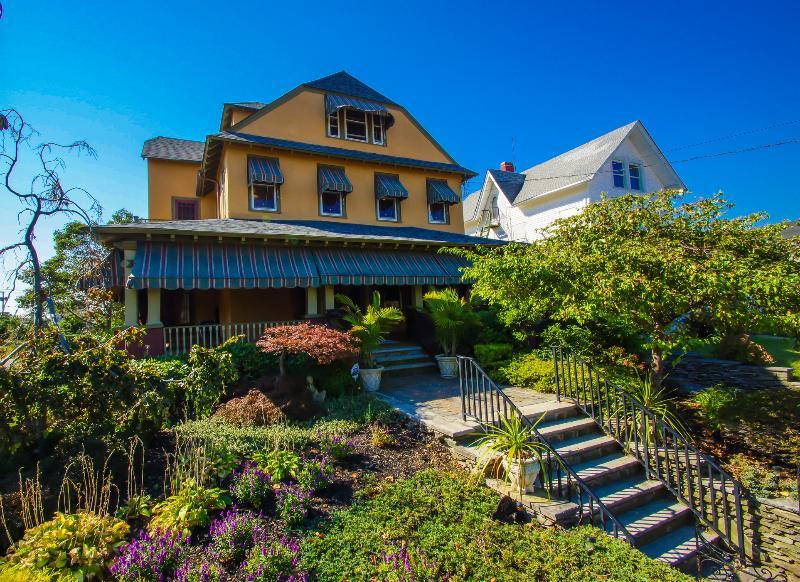 Lakefront Seashore Colonial 1 Block to Beach - Image 1 - Asbury Park - rentals