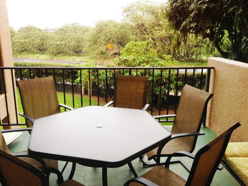 Oversized lanai for outdoor dining! - Renovated Kamaole Sands With Extra Large Lanai - Kihei - rentals