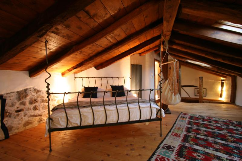 Master Loft Bedroom - Super King Size Bed - Luxury Holiday House for 6 In Kobarid - Kobarid - rentals