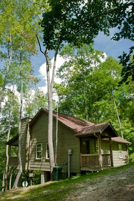 The Dogwood Breeze Cabin is perched on a Secluded Ridge at 3500' elevaton Perfect for Family Fun. - The Cabins at Long Branch: Dogwood Breeze - Lake Nantahala - rentals