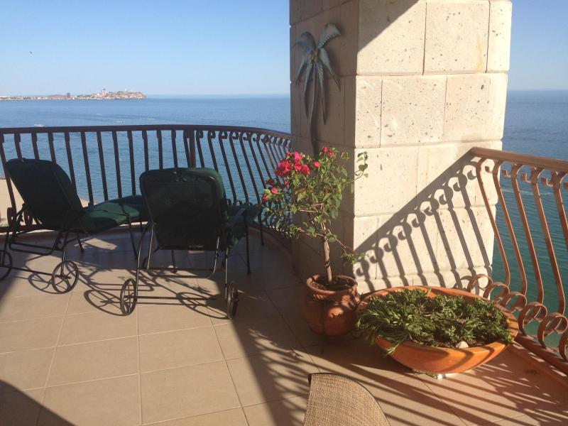 Corner balcony offers 180 degree views! - STELLAR 180° Beachfront!  Sleeps 11--All w/ Views! - Puerto Penasco - rentals