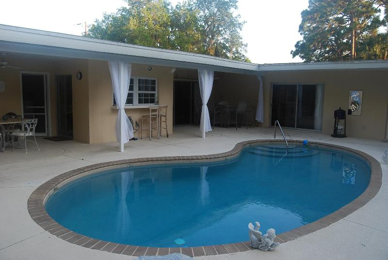Open Pool Area with Eating area and bar - Comfortable Open 2/2 Pool Home & Pet Friendly yard - Sarasota - rentals