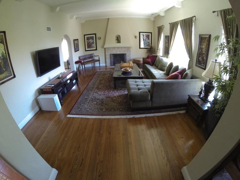 Spacious living room, high ceilings, 52