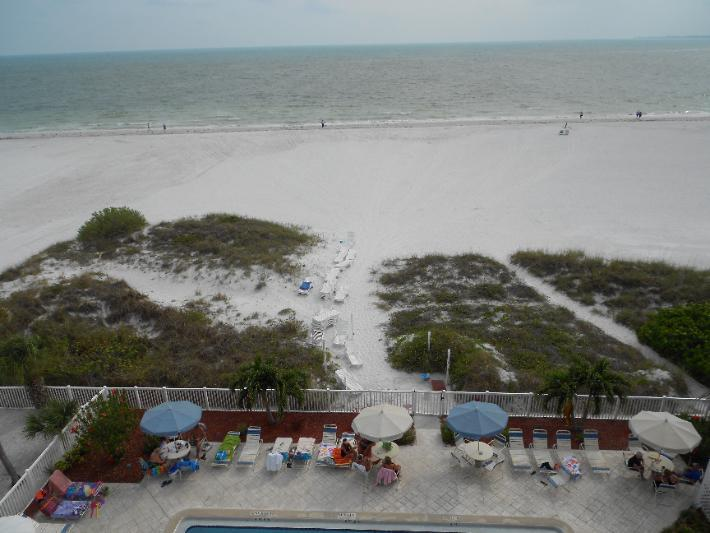View out to the Gulf - Panoramic Gulf views, north end 2 BR, Oct 10 - 17 - Fort Myers Beach - rentals