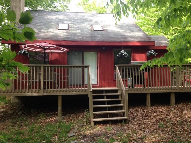 Comfortable Vacation Home With Fireplace! Close To All Amenities! - Image 1 - Tobyhanna - rentals