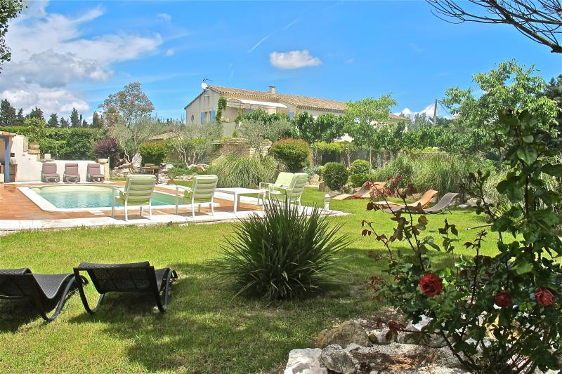 Heart of Provence, St Remy Vacation Home with Fireplace, Grill, Pool - Image 1 - Saint-Remy-de-Provence - rentals