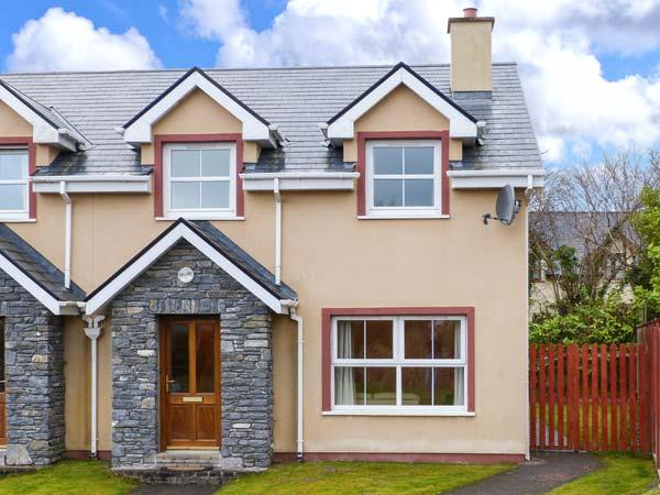 SHEEN VIEW, semi-detached, en-suite, open fire, off road parking, lawned garden, in Kenmare, Ref 912107 - Image 1 - Kenmare - rentals