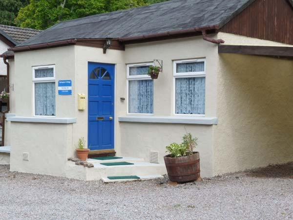 SPRINGBURN, all ground floor, pet-friendly cottage in fantastic touring location, Ref. 913291 - Image 1 - Lewiston - rentals