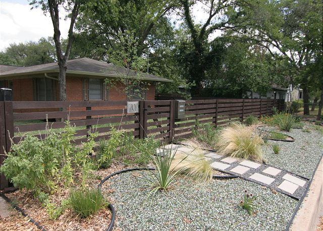 """Little Josephine"" - 2BR/1BA Retro Modern -Zilker- Heart of Central Austin - Image 1 - Austin - rentals"