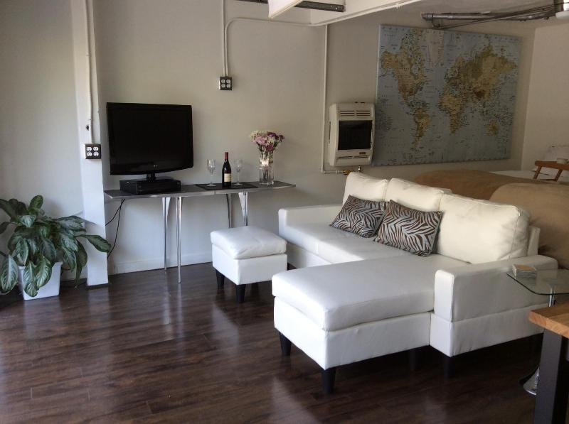 Contemporary Living - Hollywood/Beverly Hills Contemporary Open Concept Studio - West Hollywood - rentals