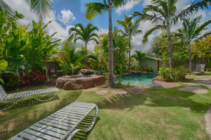 Relax beside the sparkling salt water pool - Coconut Cabana: Designer Studio AC Pool near beach - Kailua - rentals