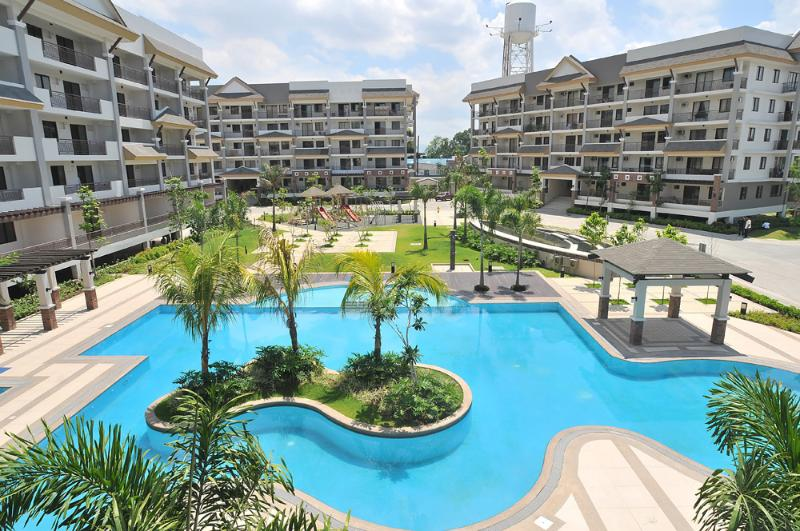 Riverfront Swimming Pool - Luxurious 2 Bedroom Furnished Unit Near Ortigas - Philippines - rentals